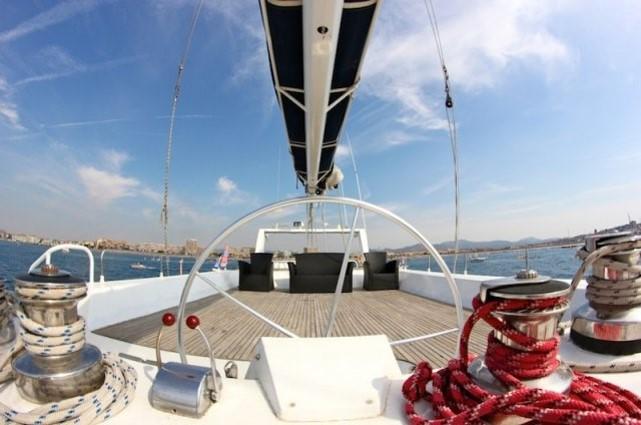 Pour votre séminaire à Saint-Tropez, une croisière en maxi- catamaran!