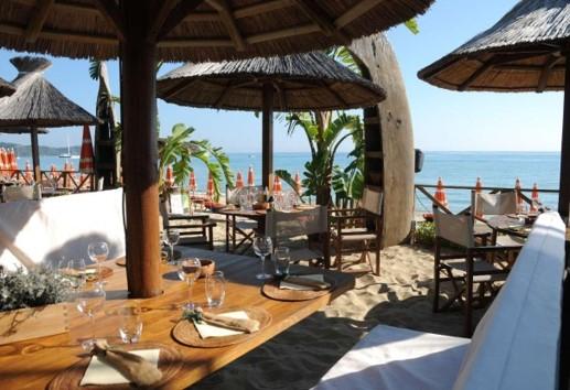 Repas original sur une plage pour votre séminaire à Saint-Tropez