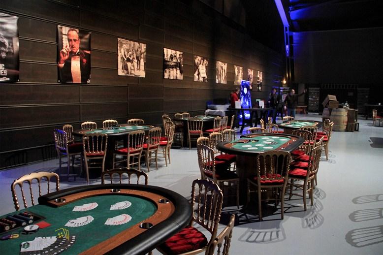 les tables de poker de la mafia des années 20 pour votre soirée d'entrepris